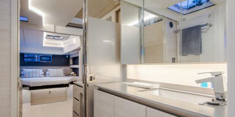 Moorings 5000 bathroom